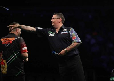 Gary Anderson throwing a dart