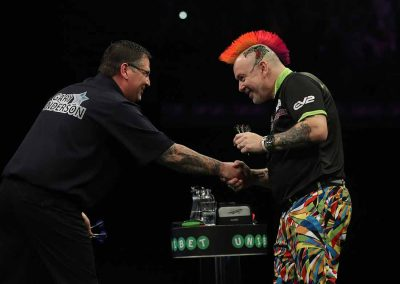 Gary Anderson shaking an opponents hand at a match