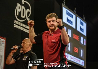 Cameron Menzies punching the air during a darts match