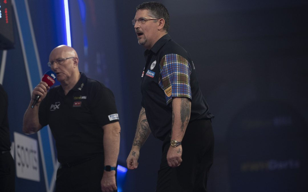 Anderson advances to World Darts Championship last 32