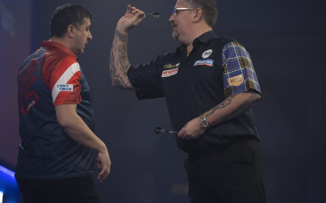 Anderson advances into World Darts Championship last 16