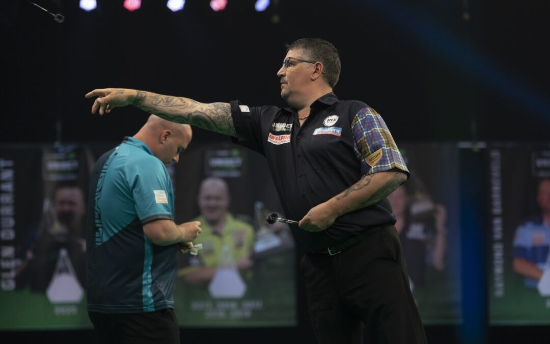 Anderson survives thriller to get massive Premier League Darts win